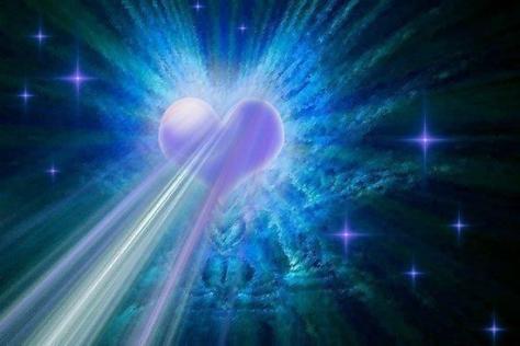 corazon-irradiando-energia-en-azulvioleta
